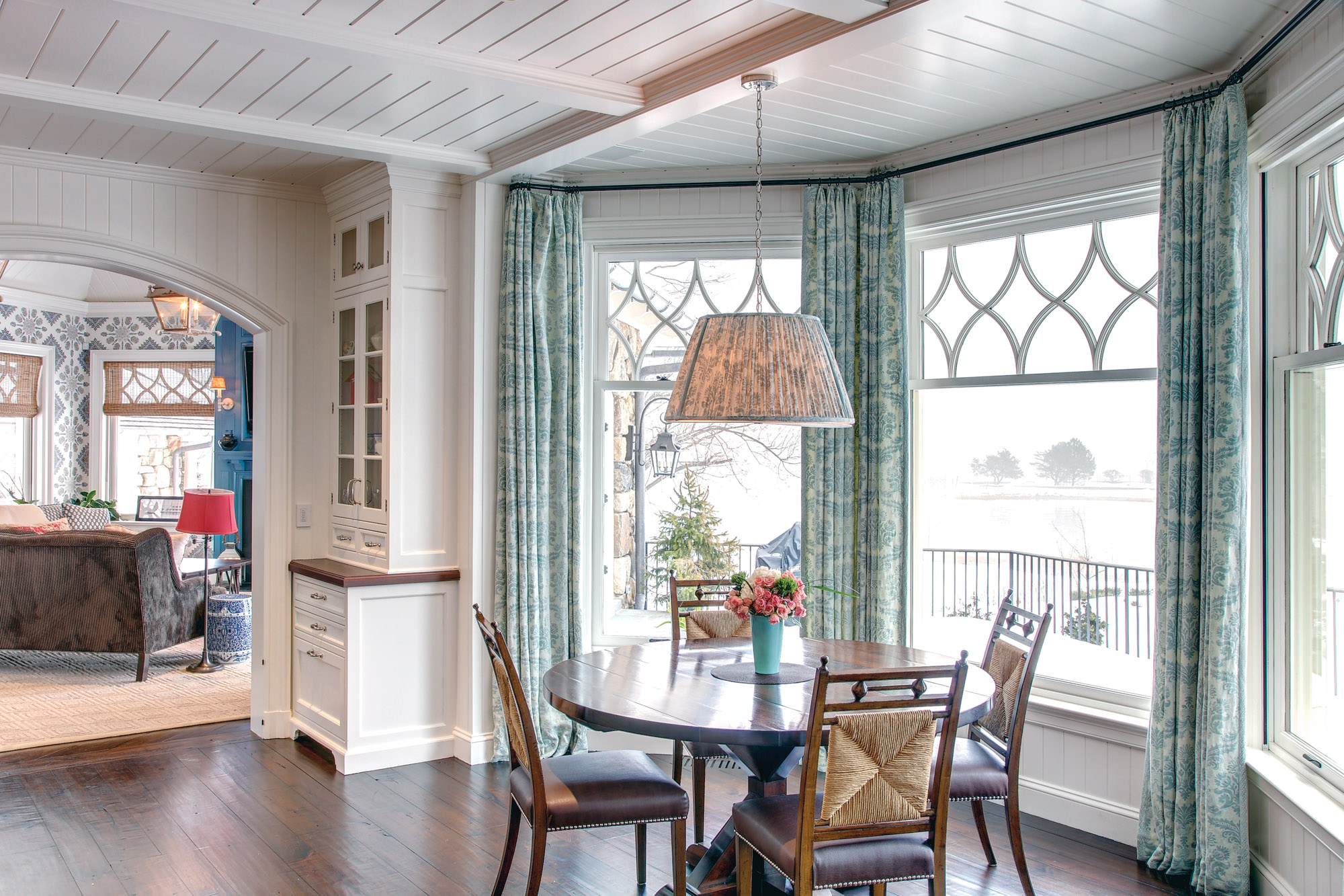 breakfast nook bay window