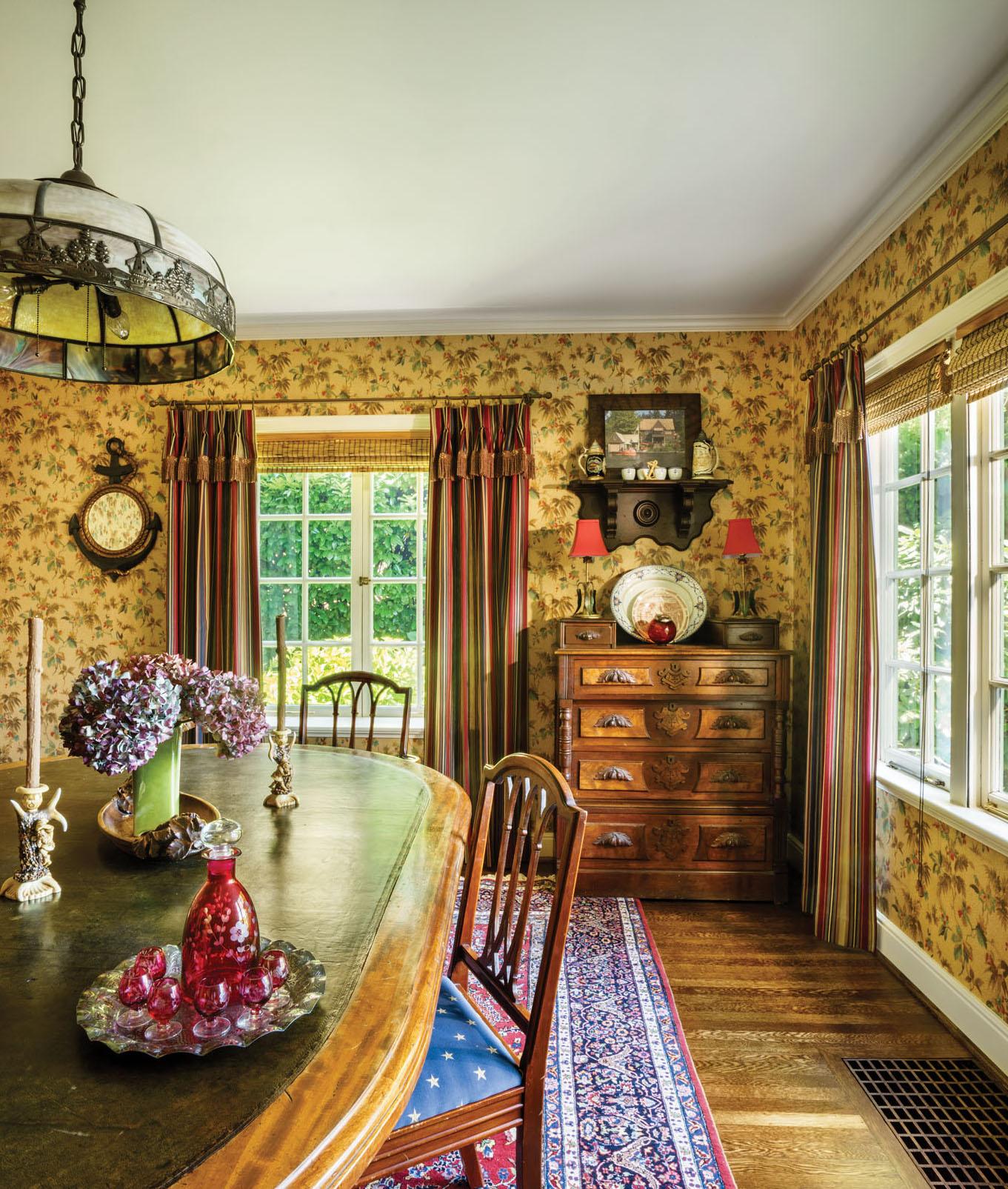 Dutchmotif vintage chandelier