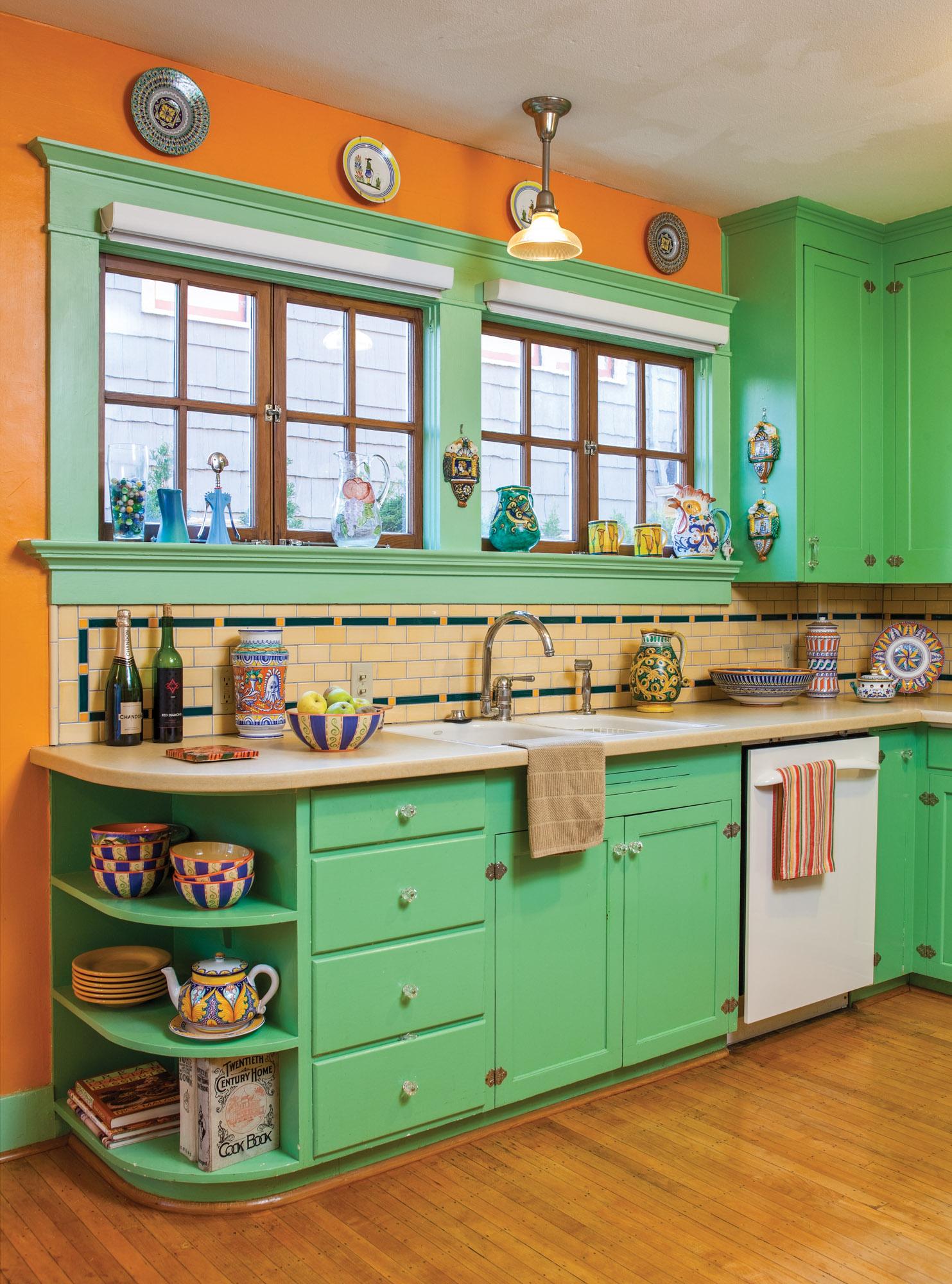Craftsman colorful 1906 kitchen