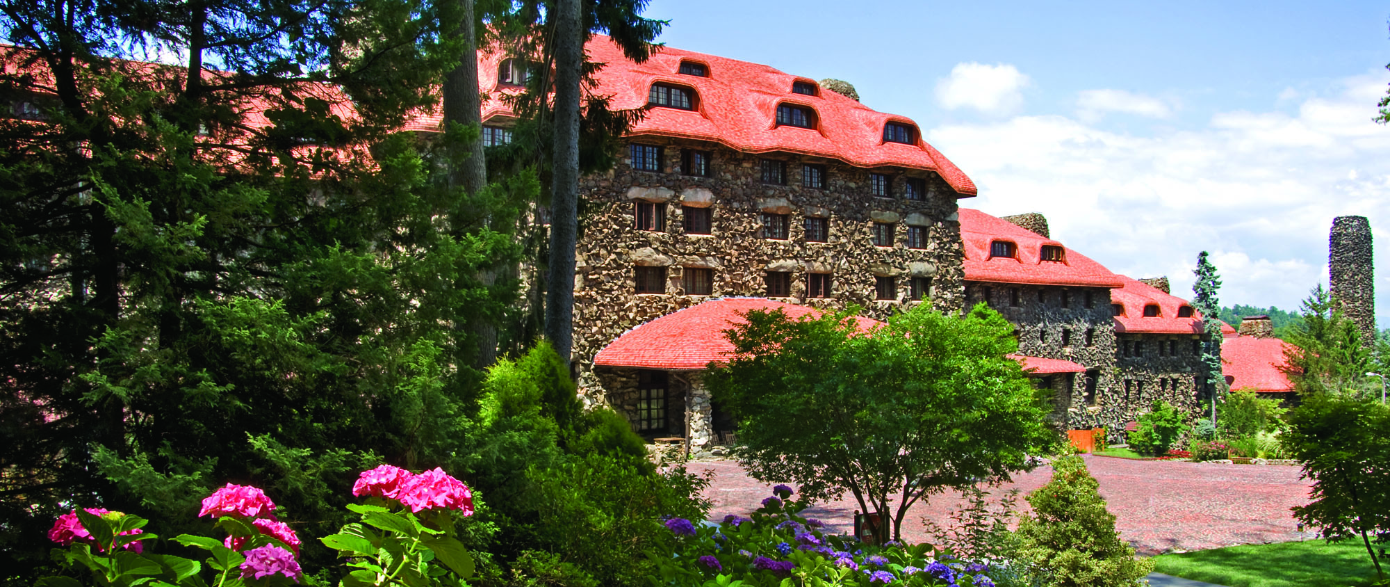 The historic courtyard facade of the Omni Grove Park Inn, built in 1913 in an Arts & Crafts Rustic style, welcomes guests.