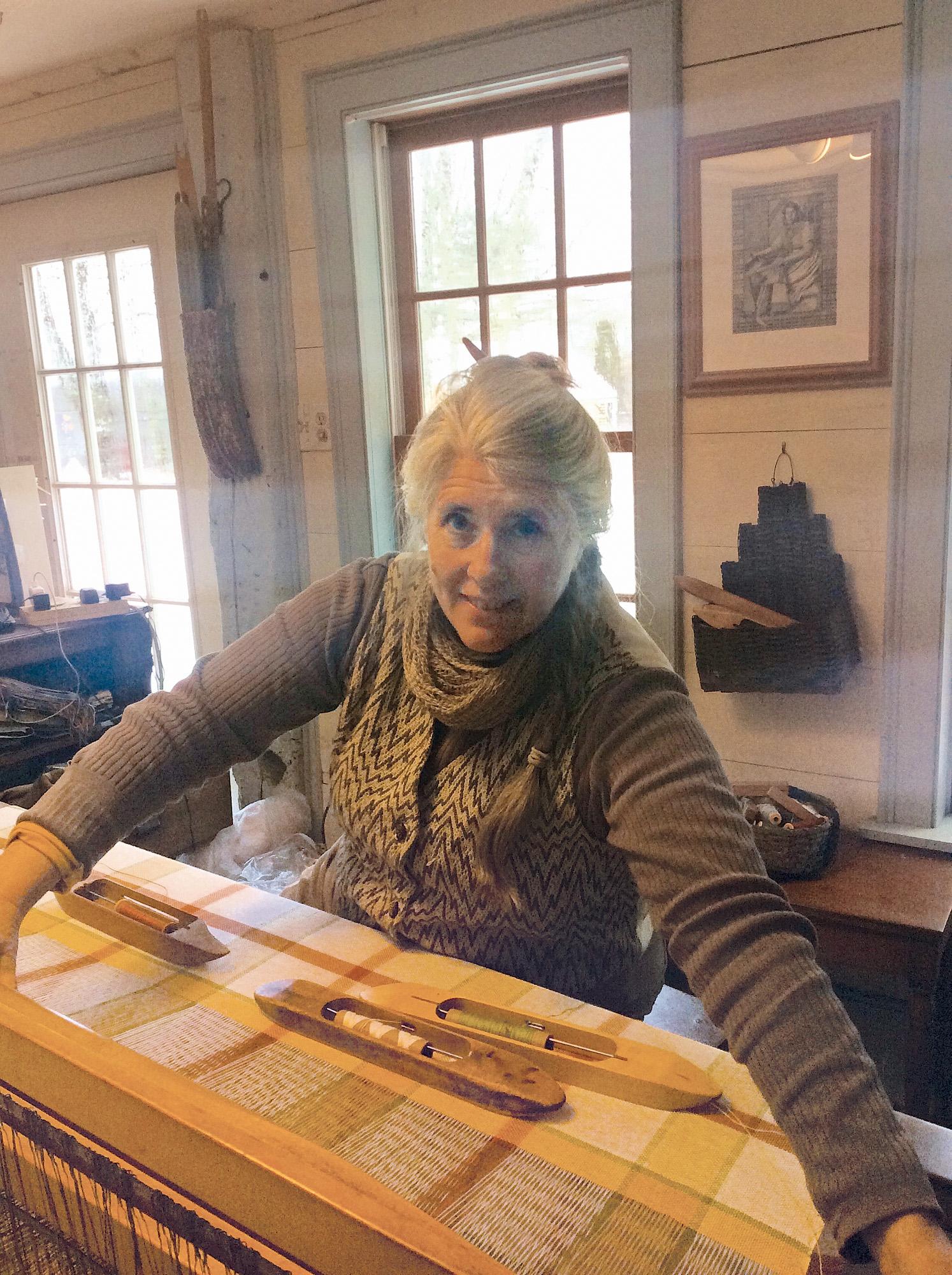 Phyllis Leck, weaver