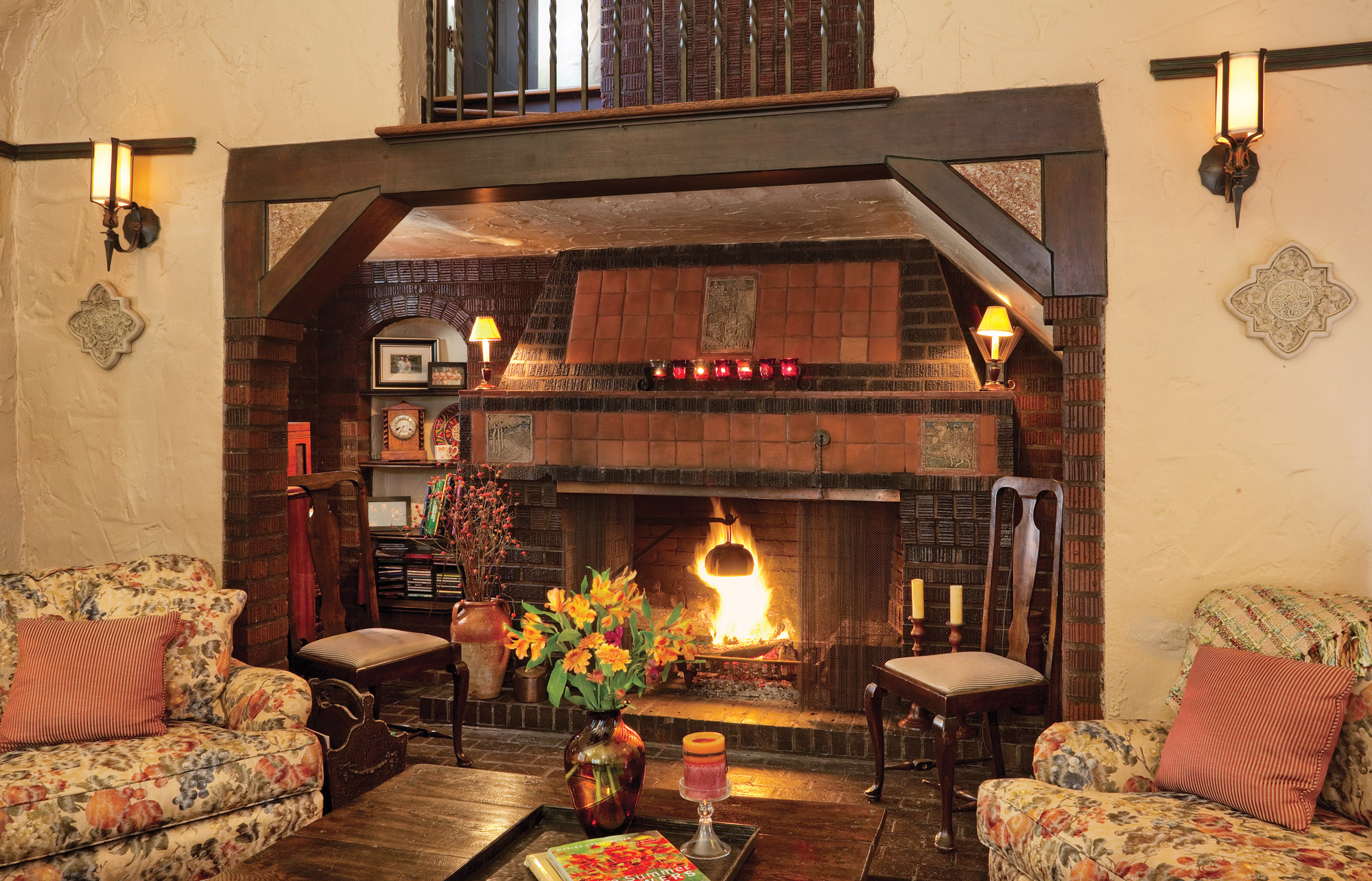 14_LR_Fireplace_IMG_0036_bjk