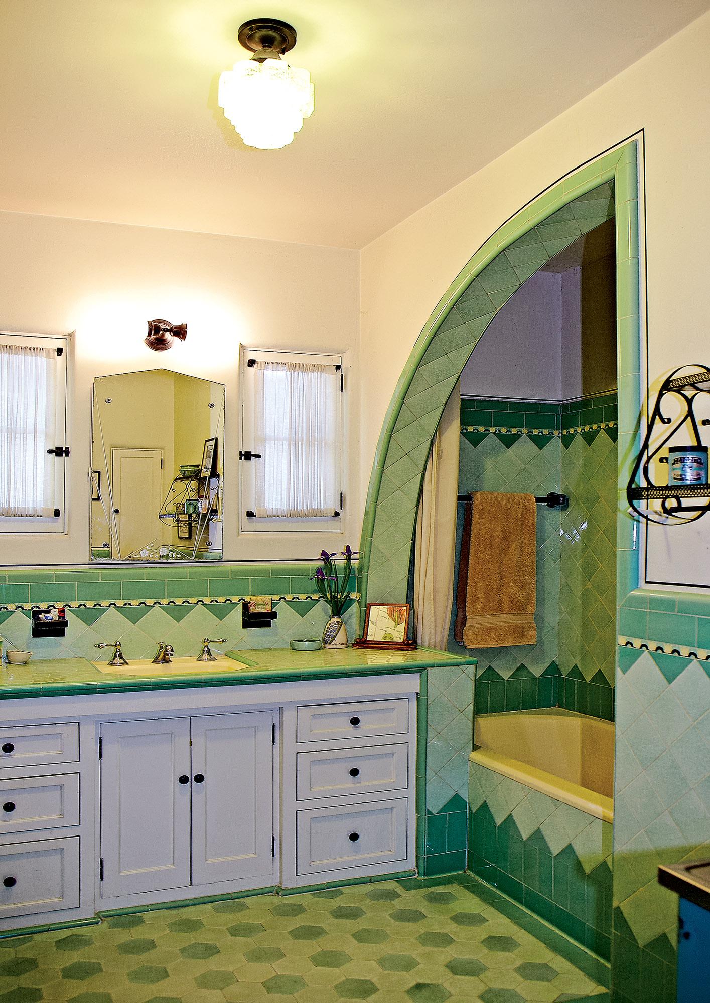 shark fin opening, Art Deco bathroom