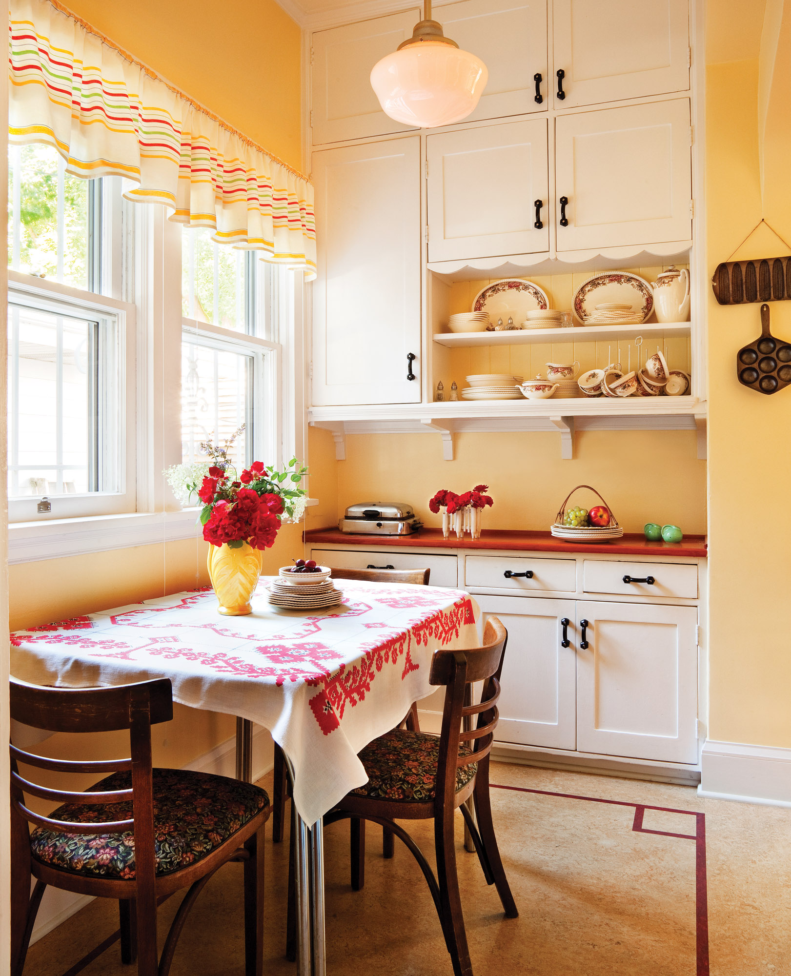 White Kitchens for Vintage Homes