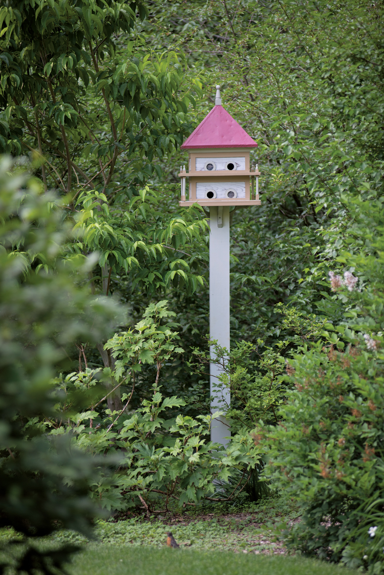 Even the birdhouses are vintage.