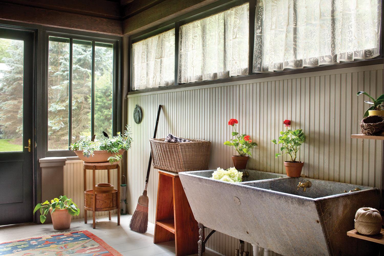 screen porch mudroom