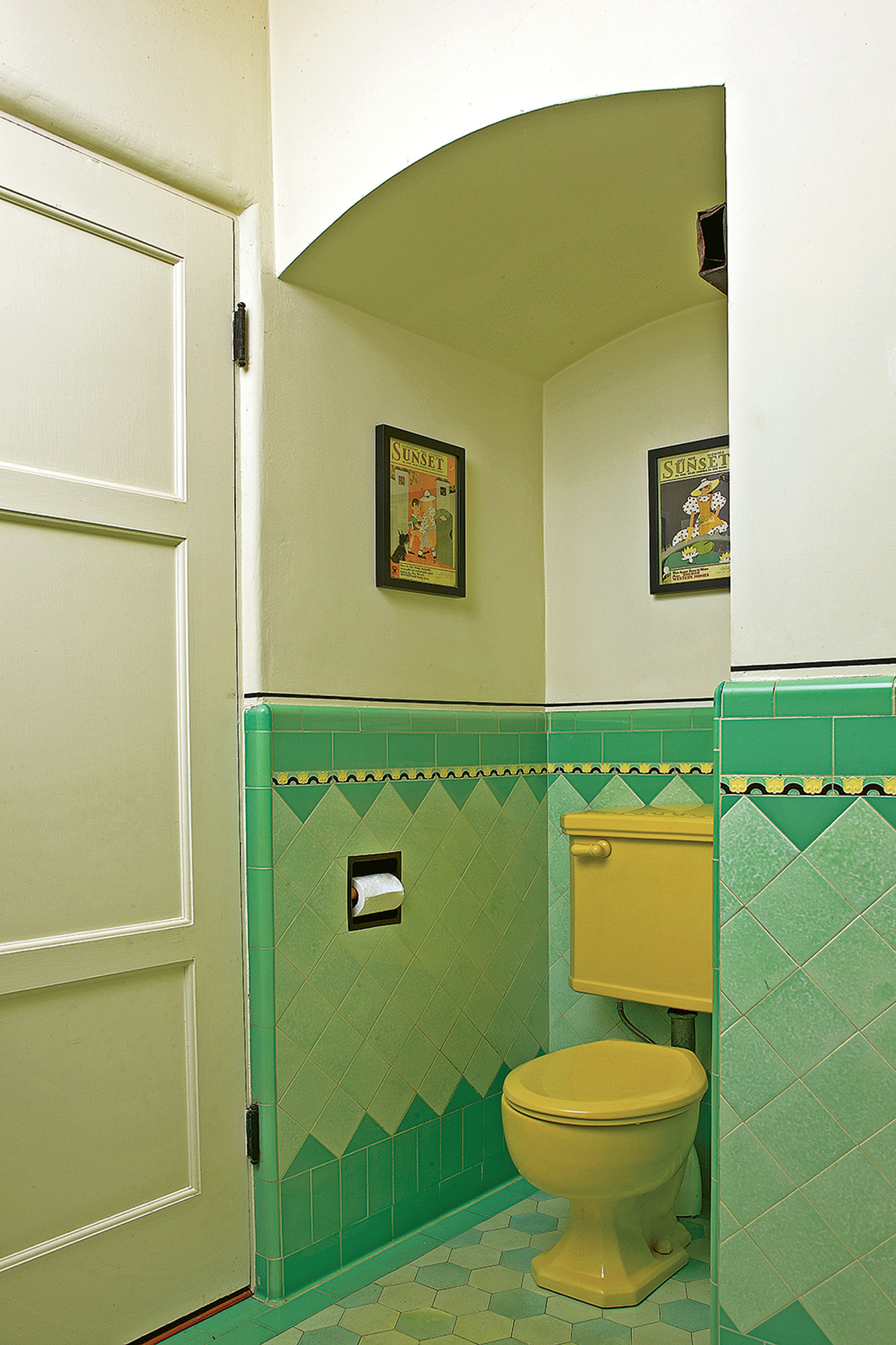 A Bright Art Deco Bathroom Old House Journal Magazine