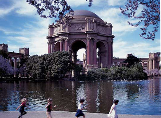 Landmarks include the Palace of Fine Arts, once part of the 1915 Panama-Pacific Exhibition.