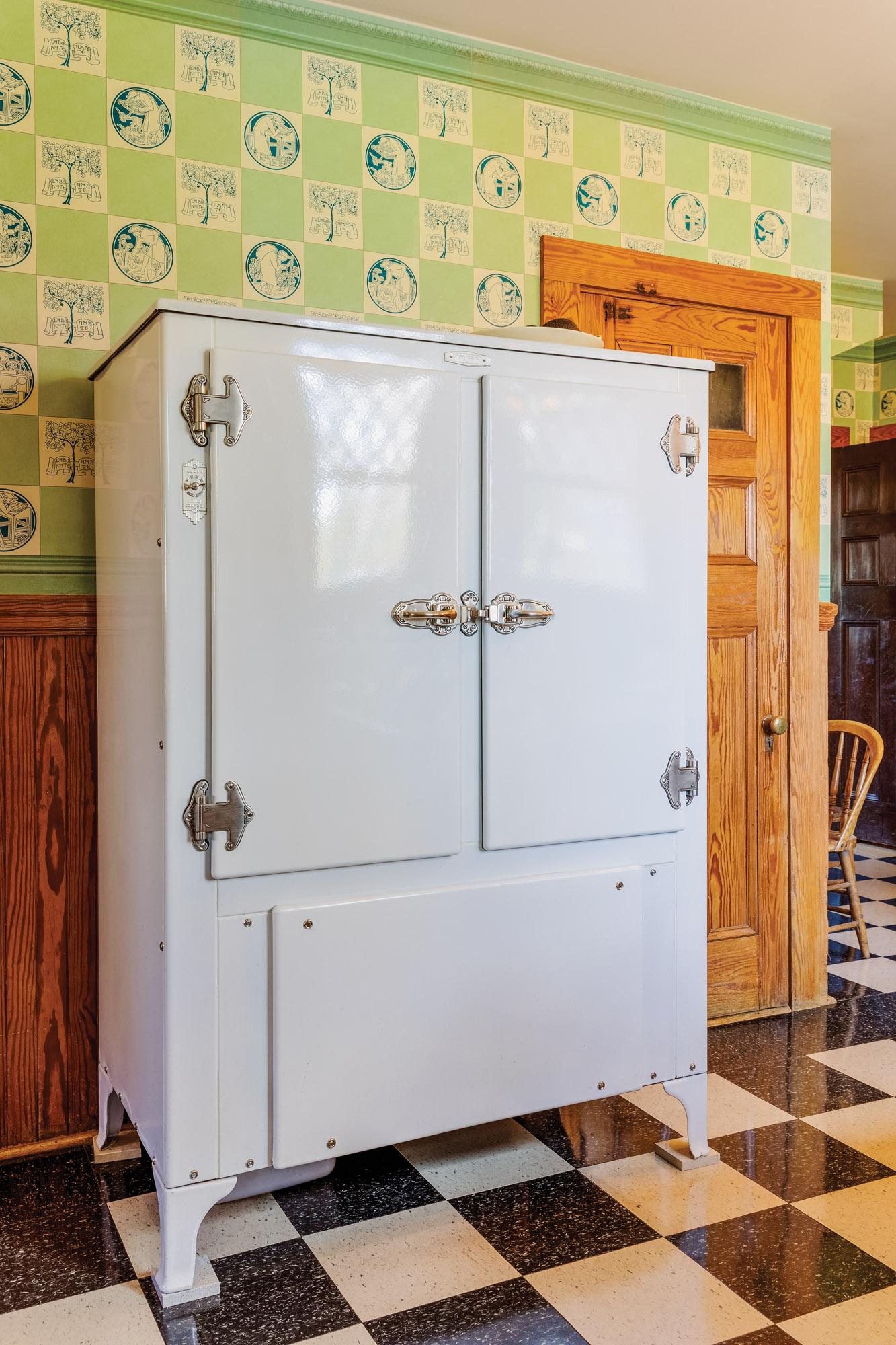 5 fridge 1930Kitch-140_bjk