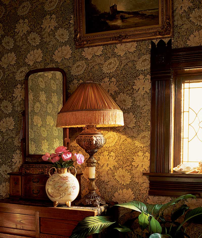 This shade is based on a 1905 photo; similar designs were common both earlier and through the 1950s.