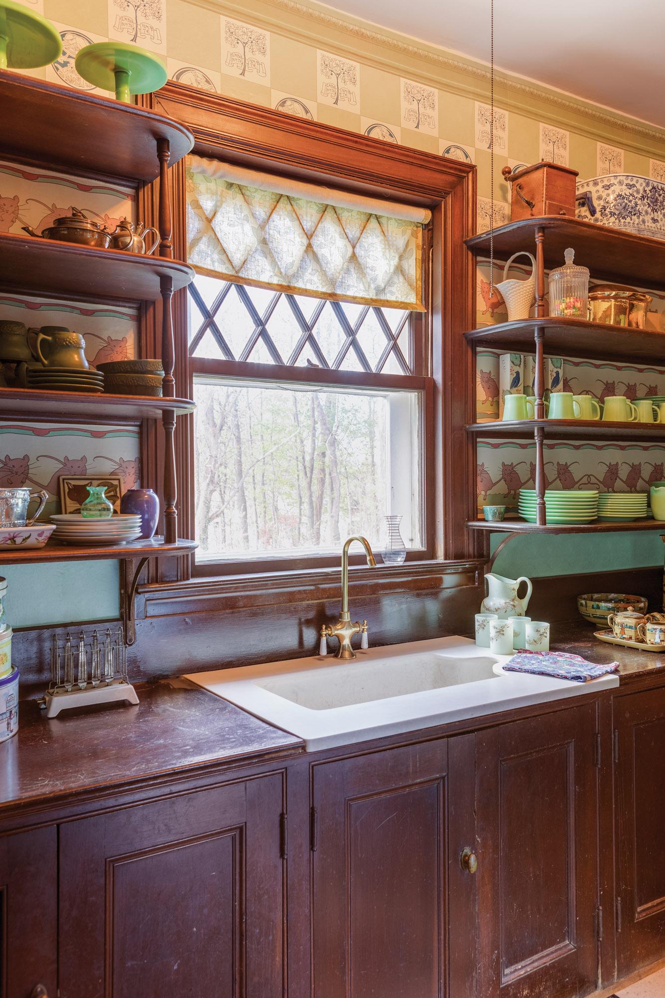 Woodwork in butler's pantries