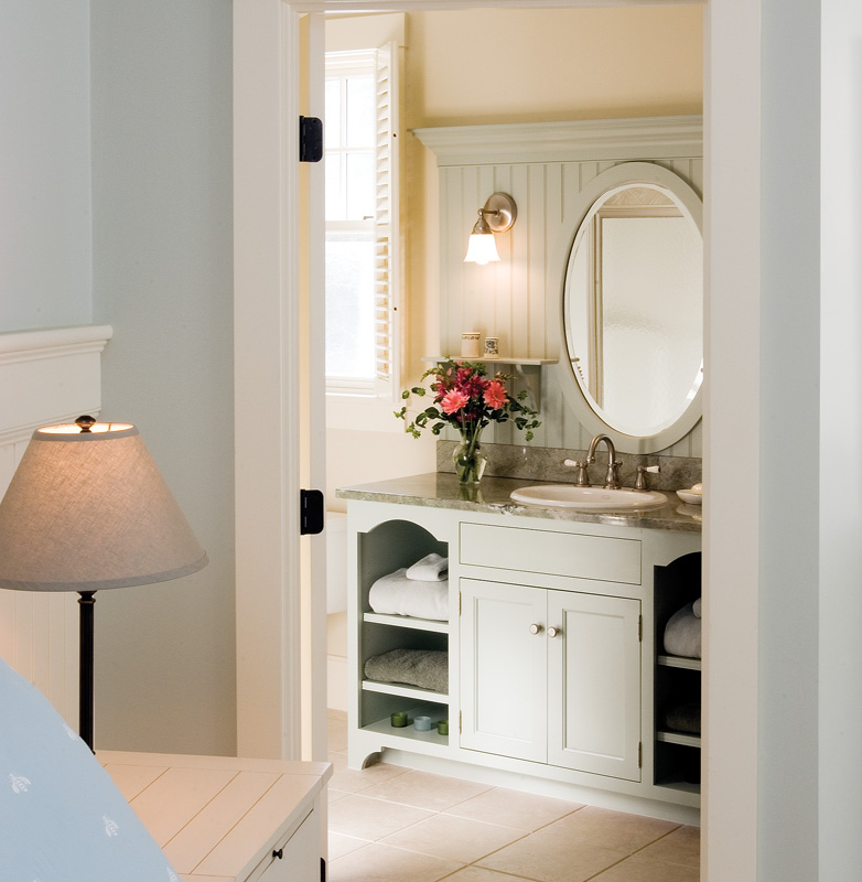 A beautiful cabinet enhances a simple bathroom. (Courtesy: Crown Point Cabinetry)