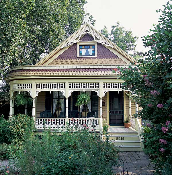 A Steamboat Gothic porch, replicated on an old house in Houston. Photo: Janet Lenzen