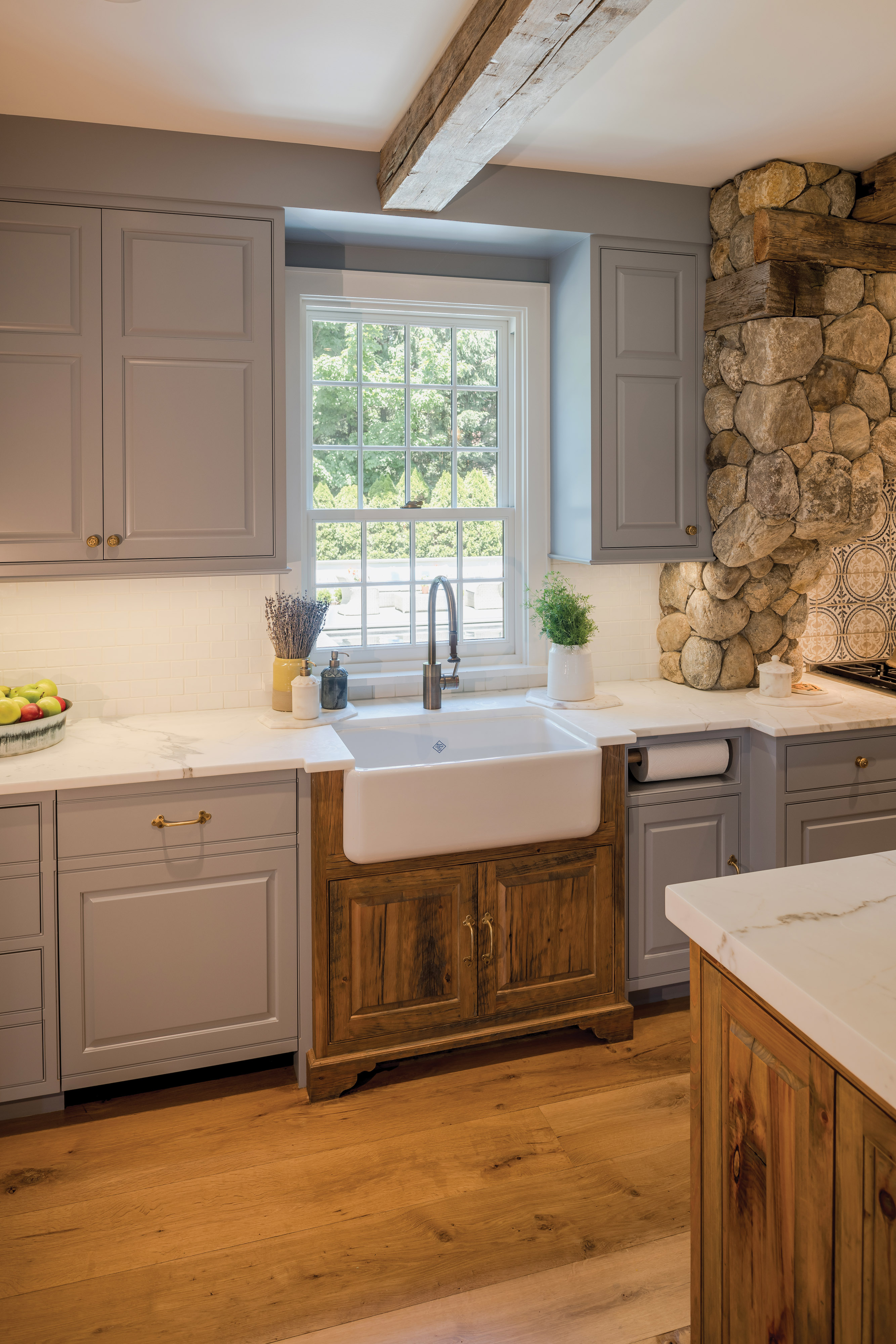 farmhouse sink, reclaimed beam