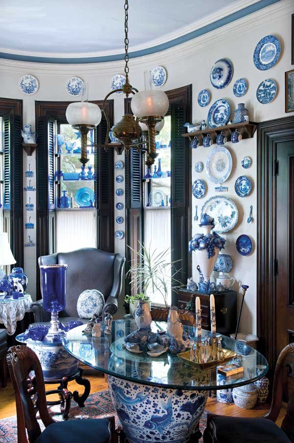 Blue-and-white porcelain and cobalt glass suggested the blue cornice stripe and ethereal ceiling, as well as the saturated blue-black of the trim and upholstery leather: many blues in harmony. Photo: Edward Addeo