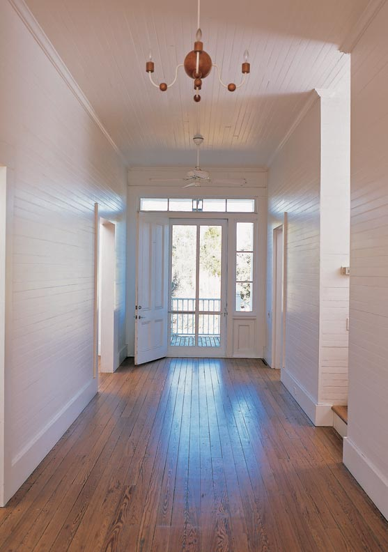 Borrowing a stripped-down aesthetic from island houses, the airy entry hall is the epitome of simple.
