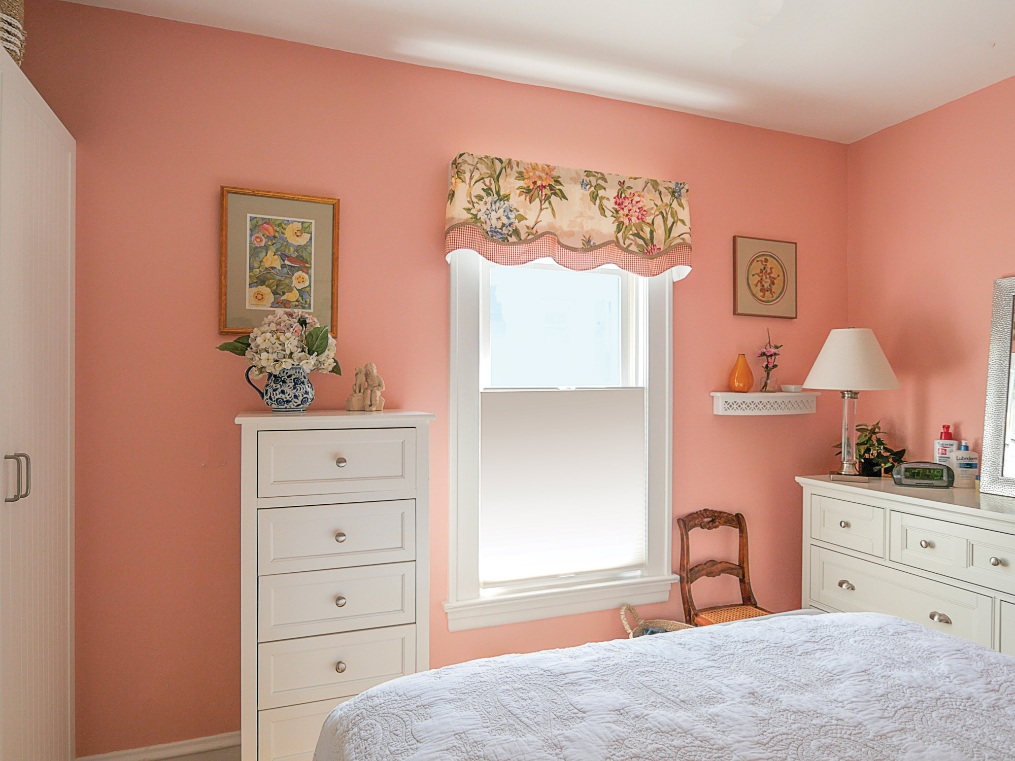 coral bedroom, Benjamin Moore's August Sunrise