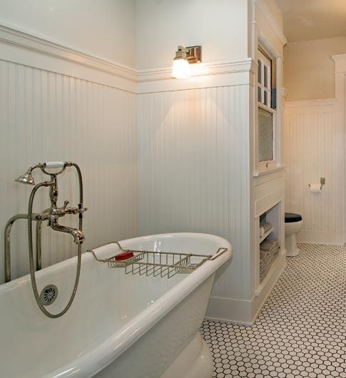 Classic white bungalow bathroom
