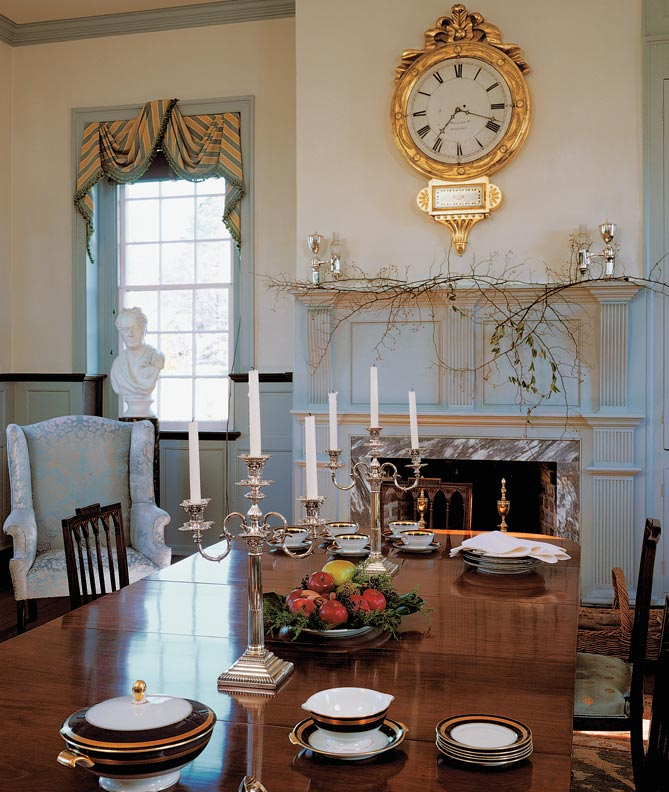 This is Ayr Mount in North Carolina, an iconic Southern Federal home. In the east parlor, the Federal-period mahogany dining room table is original to the house. Exquisite woodwork is in a late Georgian style. Each of eight mantels has a unique design. (Photo: John Hall)