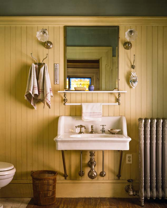 Cottage bath with painted beadboard walls