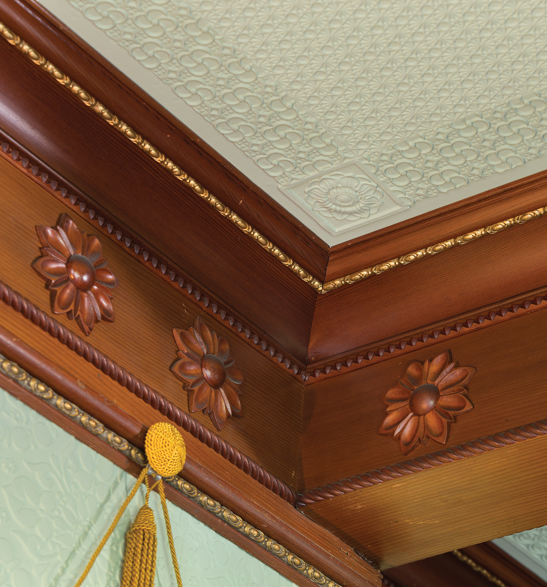 Complex patterns are a hallmark of Aesthetic interiors; here, the wood cove has gilded beading and carved sunflowers.