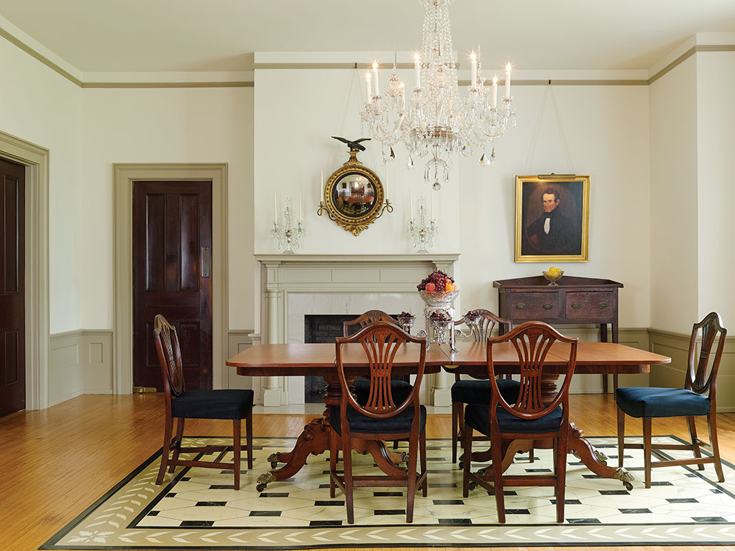 The formal dining room has Kentucky Classical furniture in cherry dating to ca. 1820–30; the floorcloth was made by the owner. A rare Southern huntboard sits to the right of the fireplace.