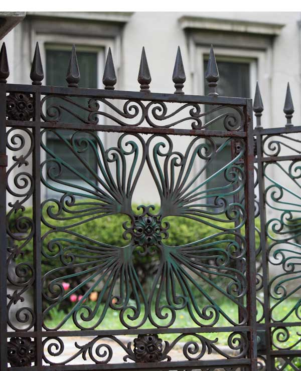 Decorative fences and gates in wrought iron are among the well preserved elements in Old Louisville.