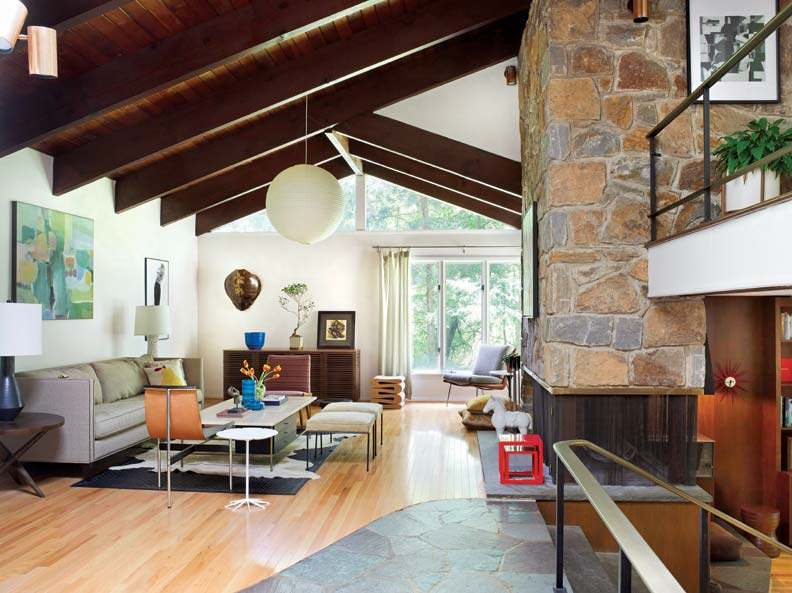 Used in both the entry and foyer, Pennsylvania flagstone floors connect indoors and out while introducing the textures and colors of nature. Continuing the indoor/outdoor dialogue, the use of natural stone softens the strong, modern statement made by the soaring fireplace.