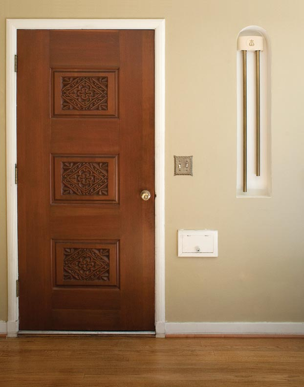 An original Rittenhouse longbell chime graces the entrance of a 1939 house.