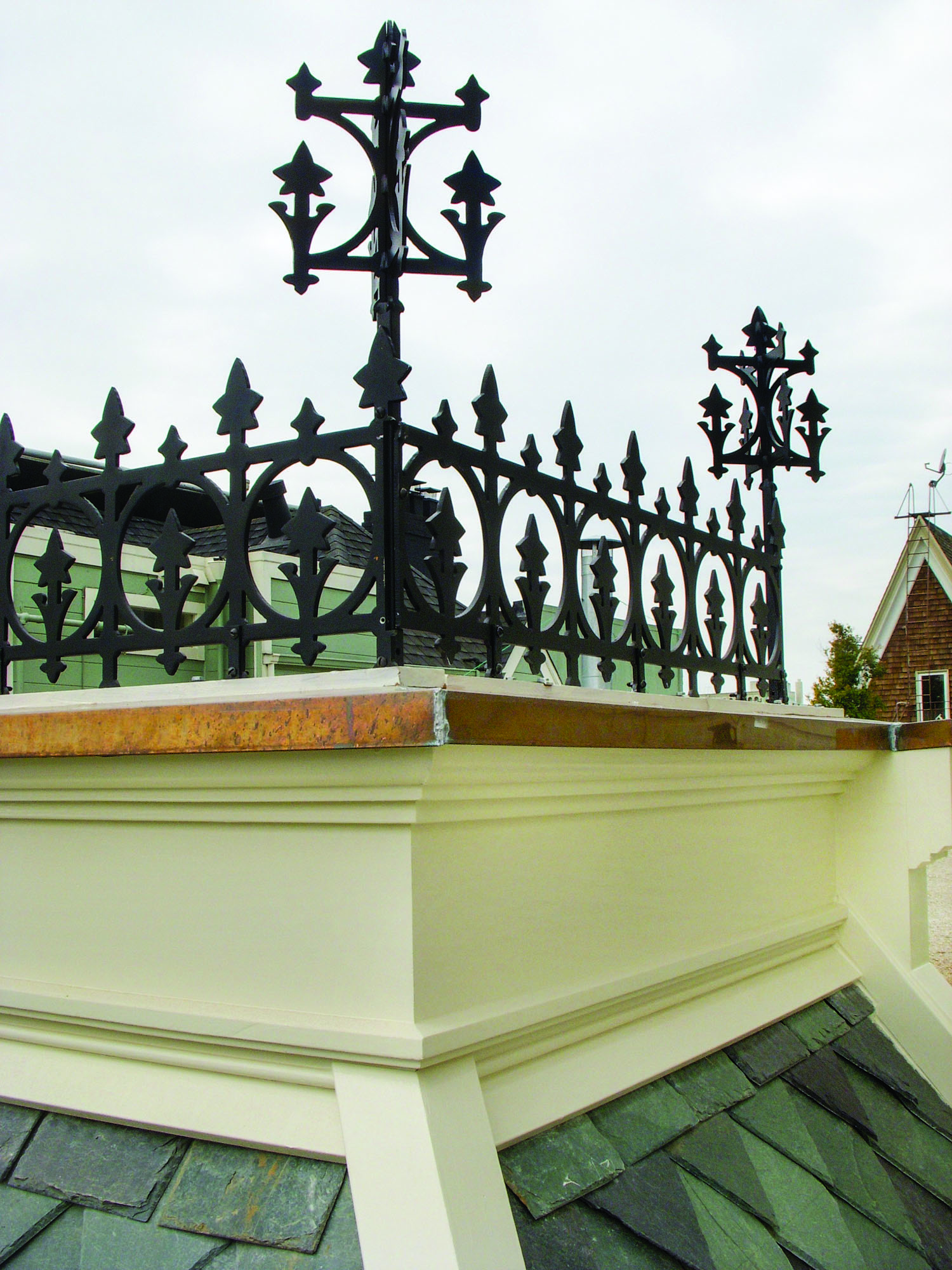 Ornamental roof cresting
