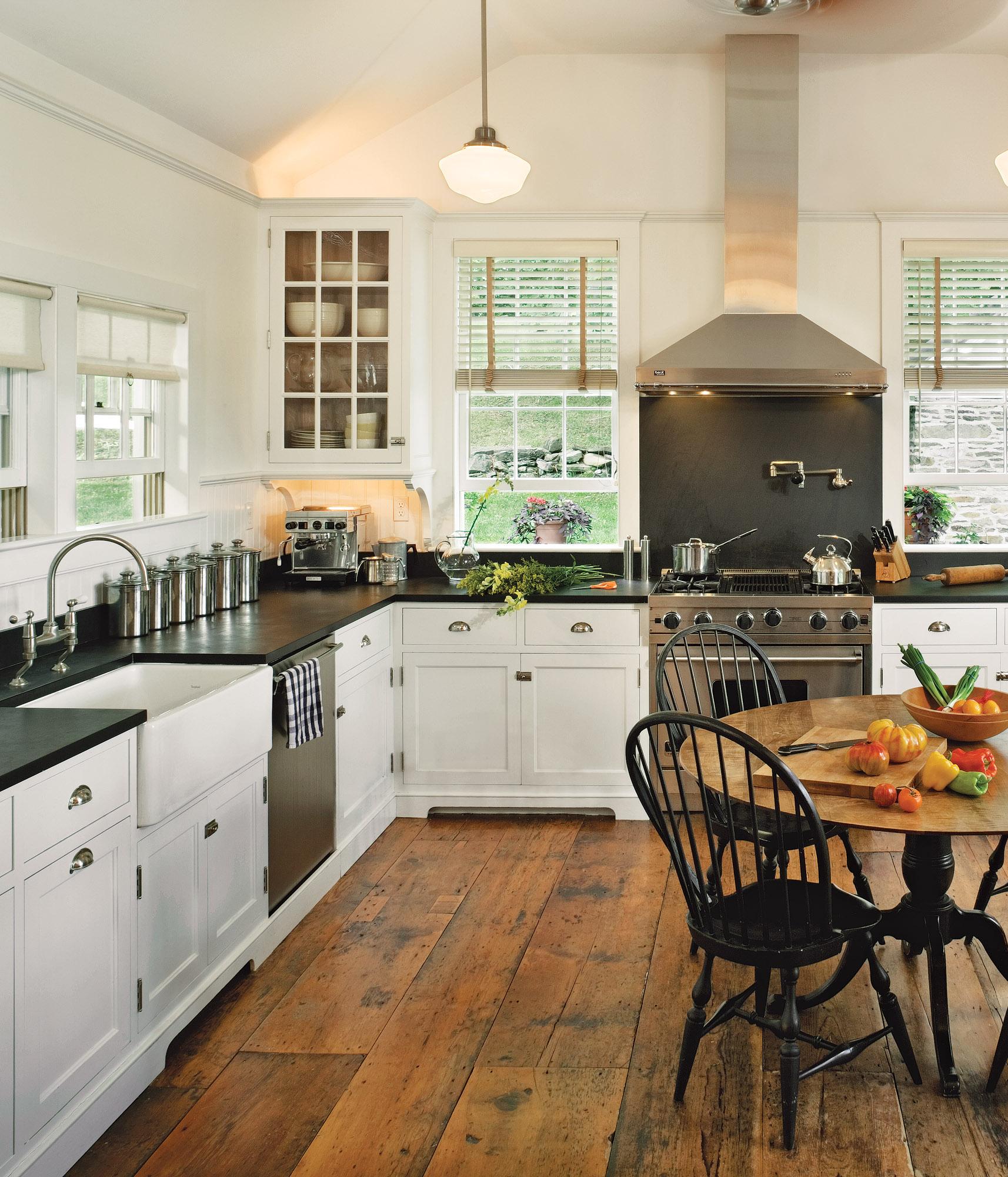 White Kitchens For Vintage Homes