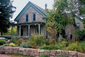 The warm-toned local sandstone is used in major public buildings and a few houses, including the circa-1883 Edwards House, where it was laid in a random ashlar pattern.
