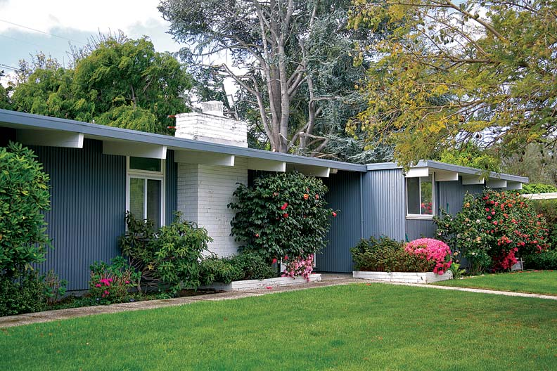Palo Alto's Walnut Grove subdivision features a mix of Eichler and Burke & Wright models in virtually identical designs.