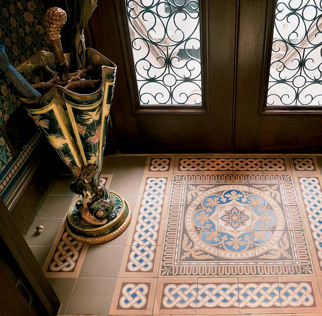English encaustic tiles, here in a New York City brownstone vestibule. (Photo: Alan Weintraub)