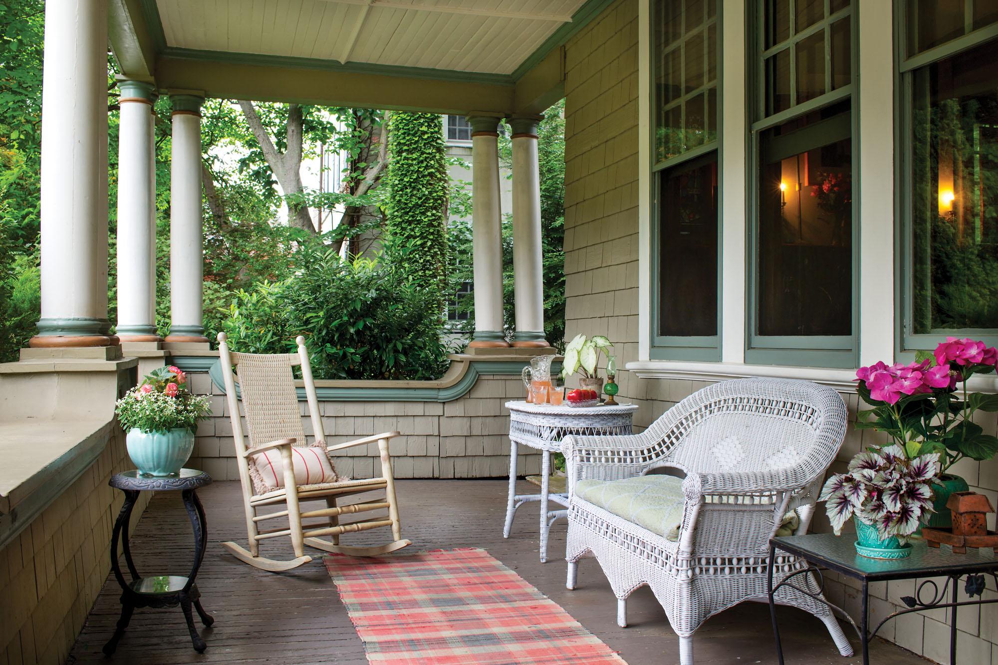 porch with round columns