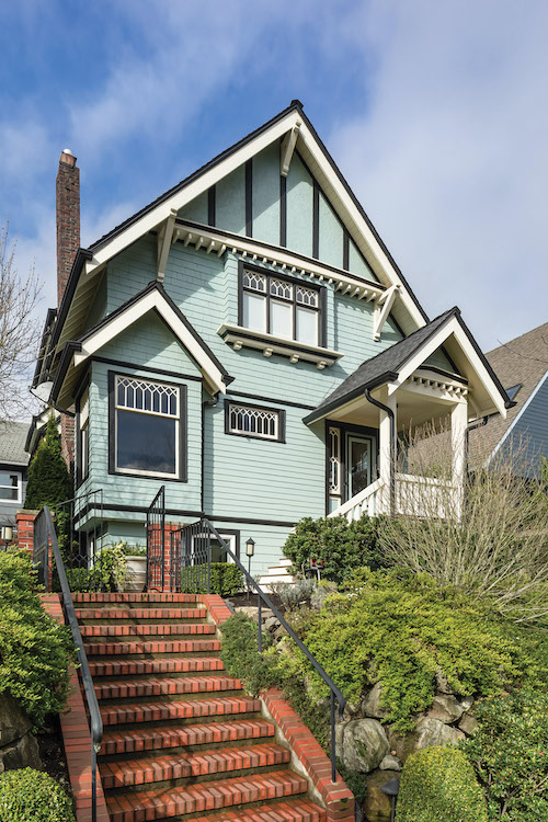 1910 house, both Victorian and Craftsman