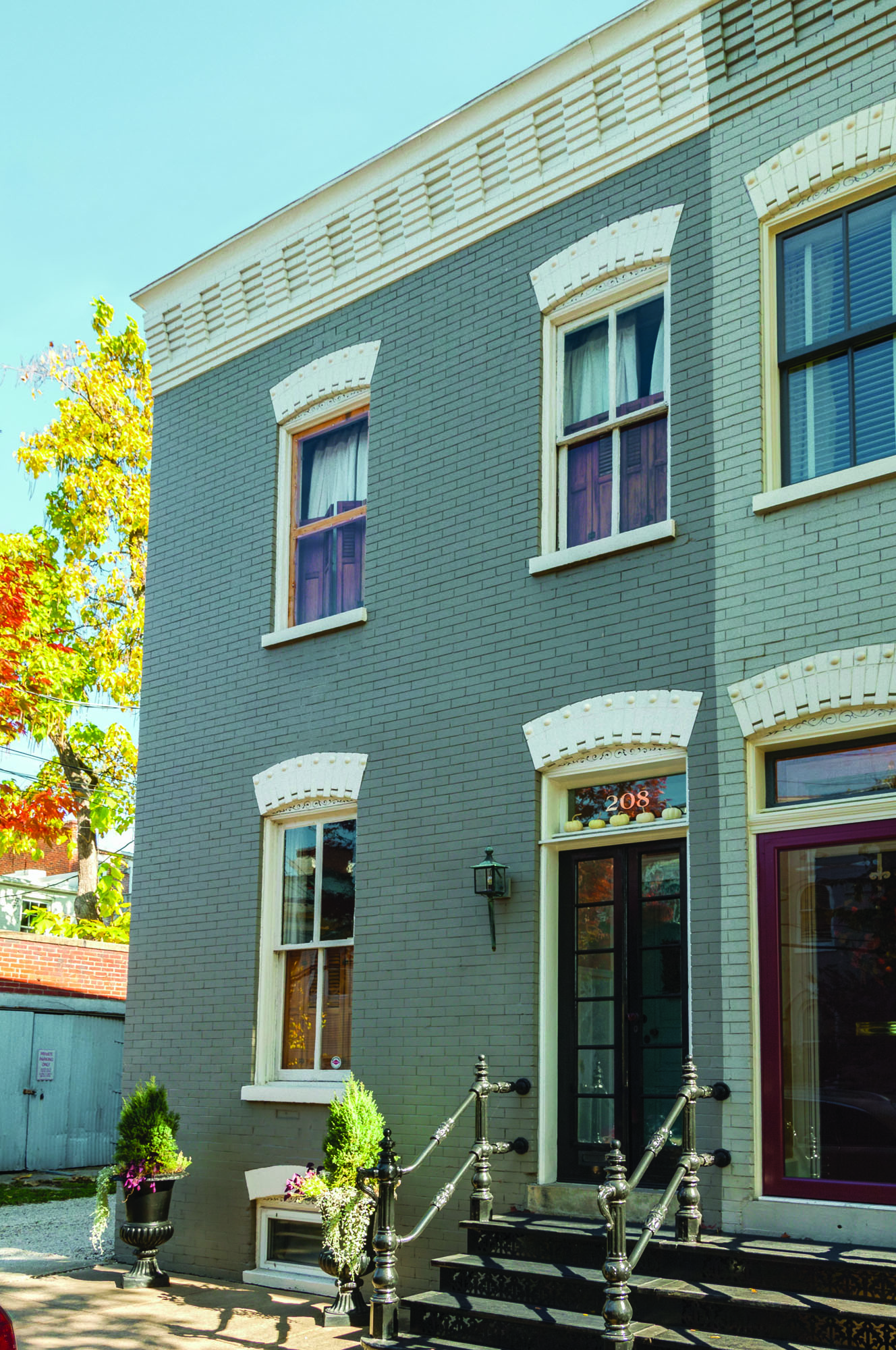 Since 2011, Alex and Wendy Santantonio have been blogging about the restoration of their 1880s brick row house in Old Town Alexandria, Virginia.