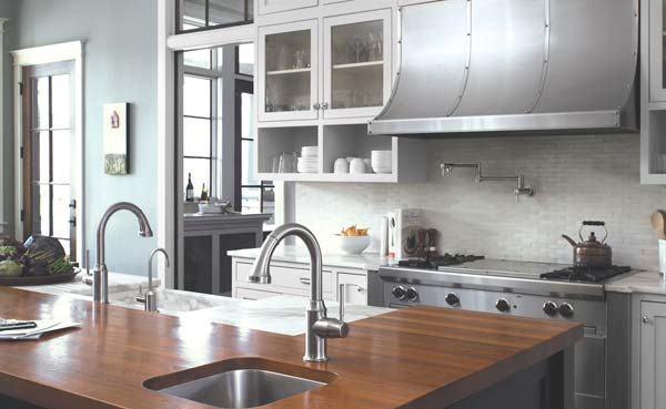HANSGROHE 'TALIS C LINE' Traditionally styled pull-down at center.