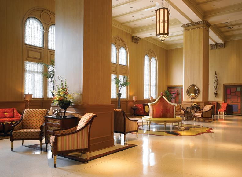 The 2006 restoration returned the lobby to its previous incarnation as an elegant two-story space full of Art Deco flourishes.