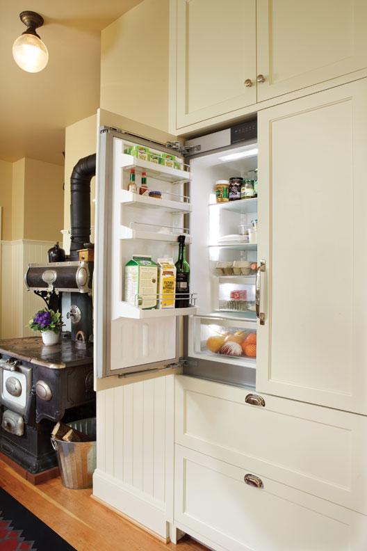 Built-in fridge and freezer