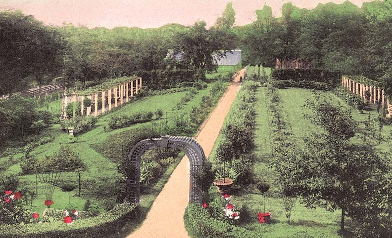 An English landscape garden in Cincinnati, Ohio, displays the manicured greenery and sweeping views that made the style so popular.