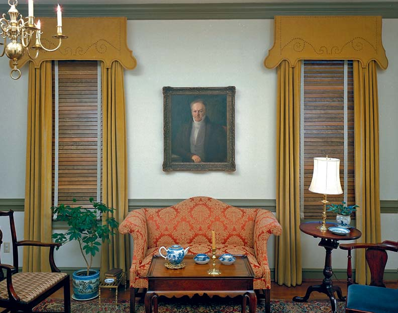 A Georgian Home Displays One Of The Era S Favorite Arrangements Richly Stained Wood Blinds Framed