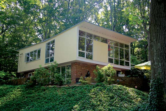 "Houses with inverted ""butterfly"" roofs were among Charles Goodman's most distinctive designs, offering expansive interior space with a wide view from the frame upper floor that oversails a brick ground floor."