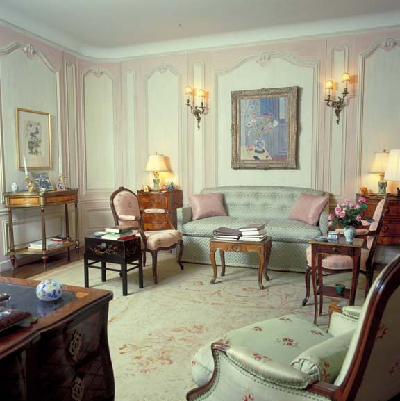 In its wall treatment, colors, and furnishings, Mrs. Ford's sitting room is a perfect period piece.
