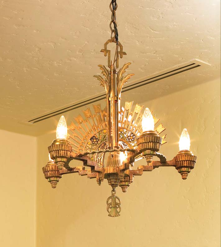 The lighting in Chuck and Judy Kohlhaas' kitchen is all vintage—the 1920s Art Deco fixtures, which Judy found on eBay, were salvaged from an old theater.