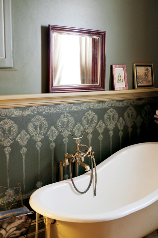 Lincrusta in the upstairs bath.