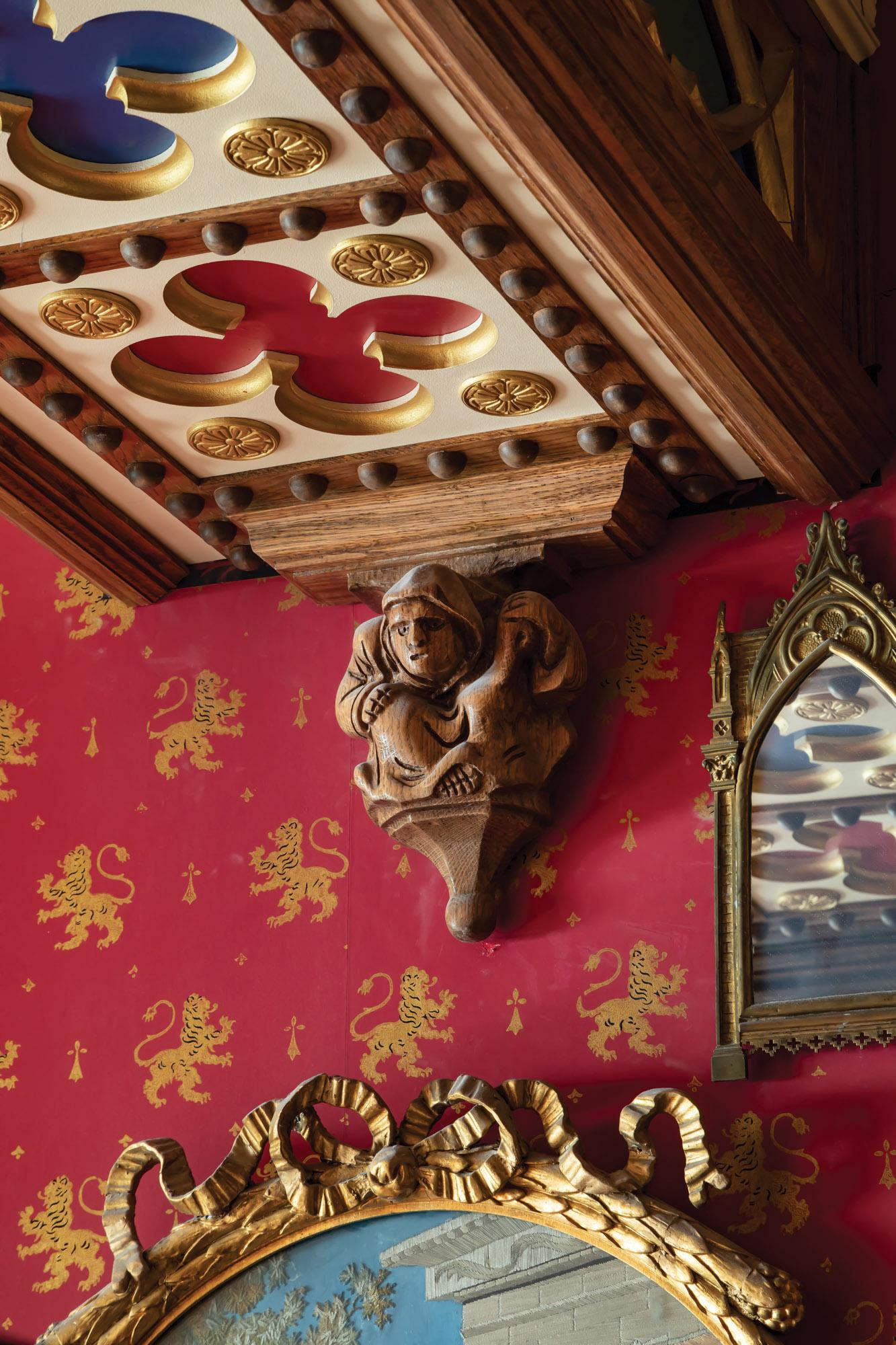 Panels of polychromed and gold-leafed quatrefoils
