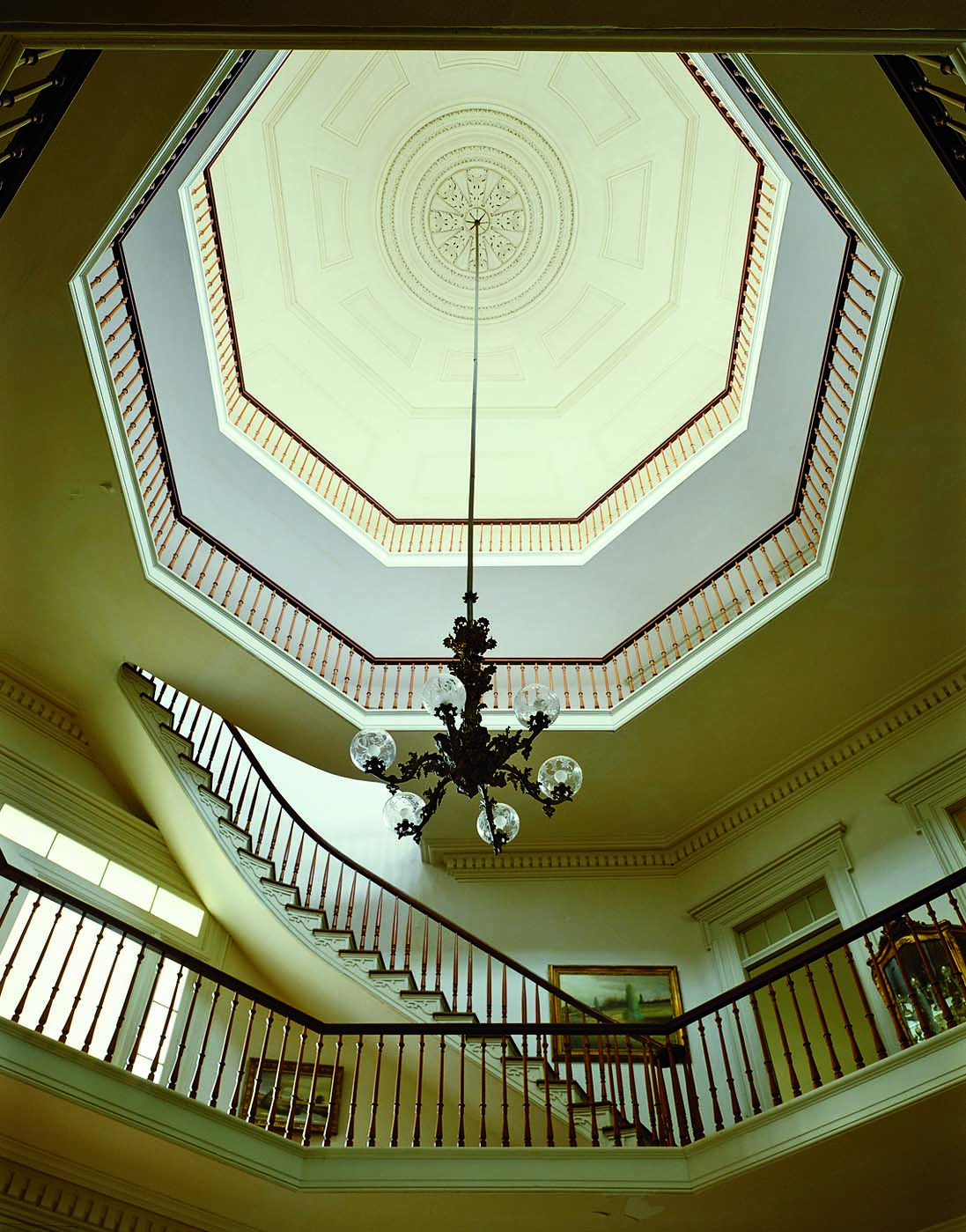 Befitting its four-story height, the Waverly Mansion in Columbus, Mississippi, features a grand medallion with a central rosette surrounded by concentric circles, framed by several octagons. (Photo: Paul Rocheleau)