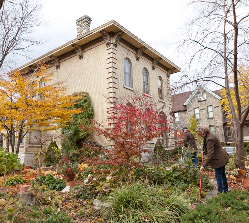 The garden's fall colors pop against Steve Bialk and Angela Duckert's cream-colored Italianate house.