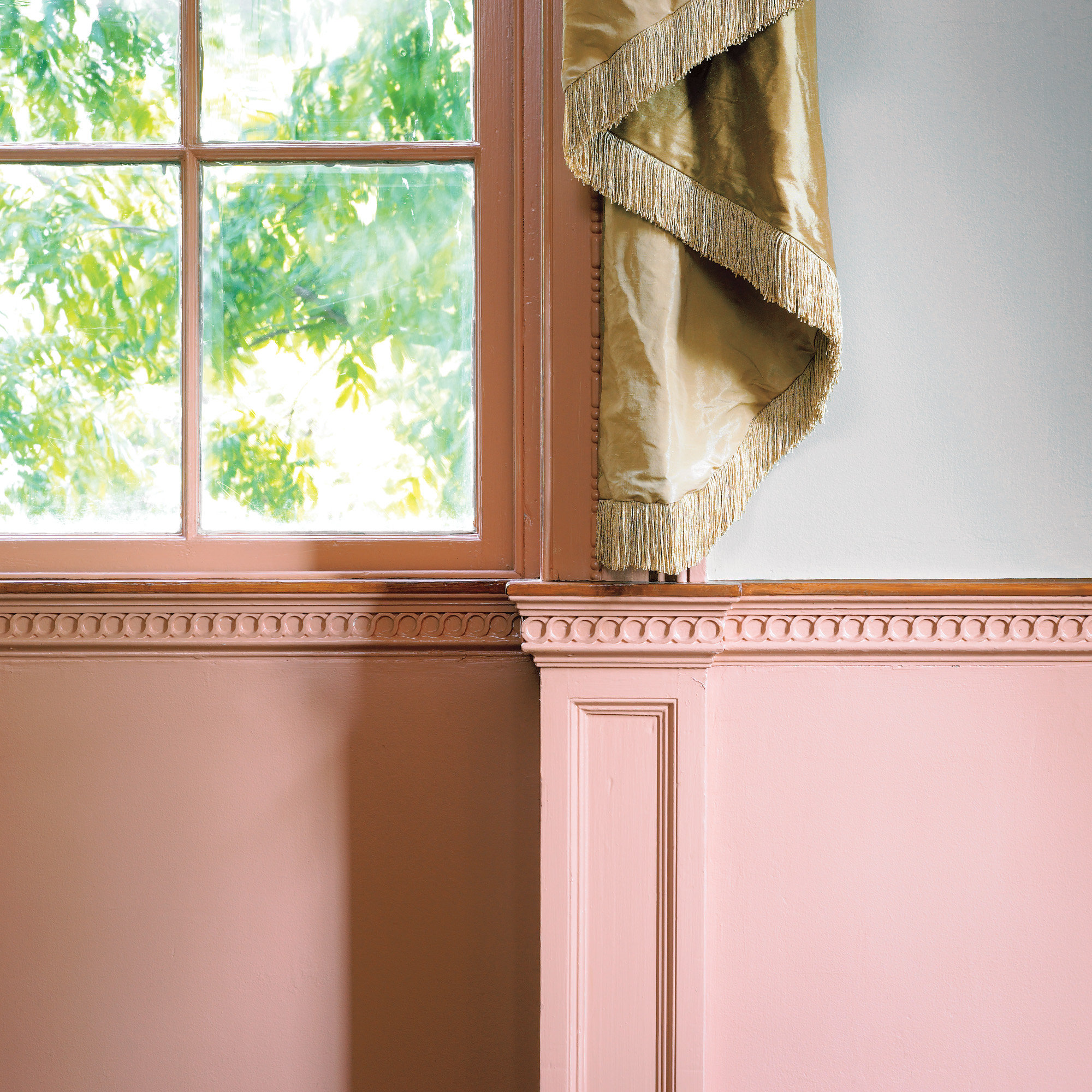 Pale pinks were possible in the early 18th century thanks to the wide availability of pigments of a reddish cast, which acquired delicacy when mixed with white.